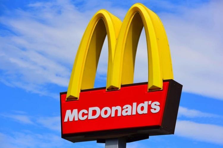 McDonald's a luat decizia în plină pandemie de coronavirus. Urmează și România?