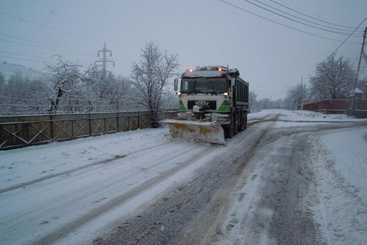 Atenție, șoferi! Drumuri afectate de zăpadă sj polei la Cluj. S-au împrăștiat sute de tone de antiderapant