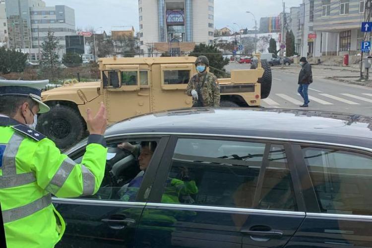 Humvee -uri militare alături de echipaje de poliție pe drumurile din Cluj-Napoca - FOTO