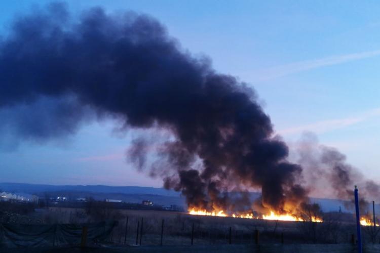 Incendiu în Someșeni. Fumul e vizibil până în Gheorgheni FOTO/VIDEO