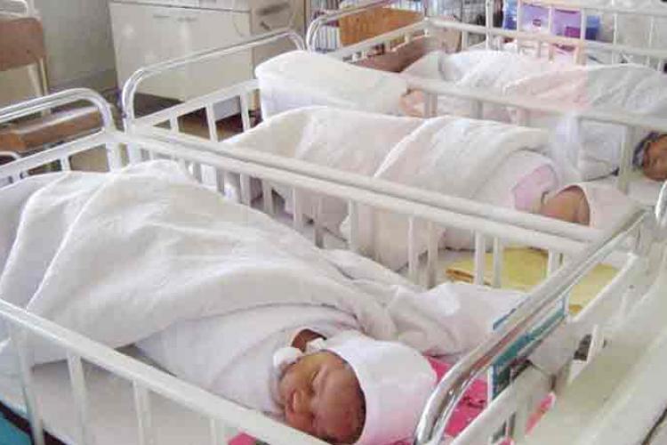 10 nou-născuți, infectați cu coronavirus, în maternitate la Timișoara. Cine e de vină