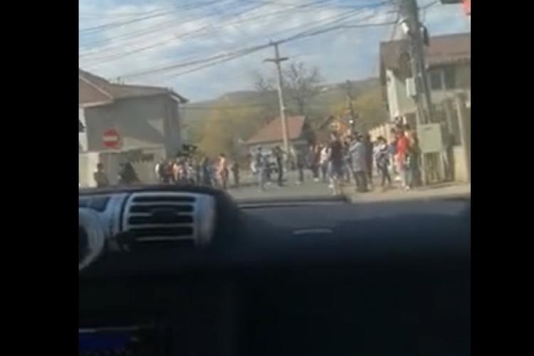 Scandal la romii din Florești. Zeci de oameni au ieșit în stradă VIDEO