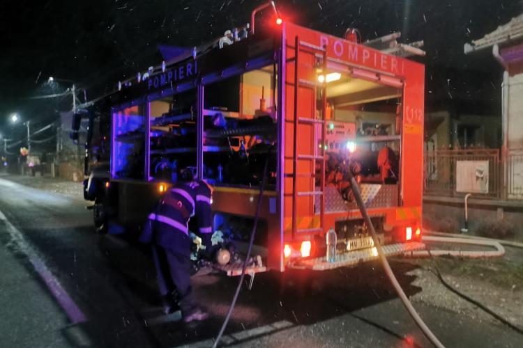 Cluj: Incendiu la o locuință din Aghireșu. O familie a fost la un pas de tragedie