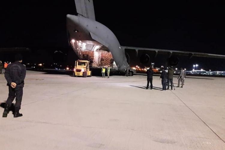 Încă un transport cu 100.000 de combinezoane de protecție a ajuns în România FOTO