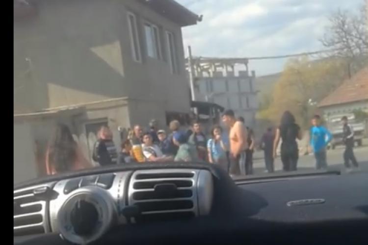 Romii din Florești s-au bătut pe stradă! S-au adunat toți să se uite fără teamă de coronavirus