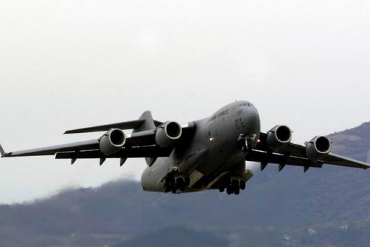 O aeronavă militară a adus materiale sanitare din Turcia