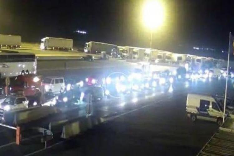 Sute de români care vin acasă au tranzitat județul Cluj azi-noapte, sub escorta politiei