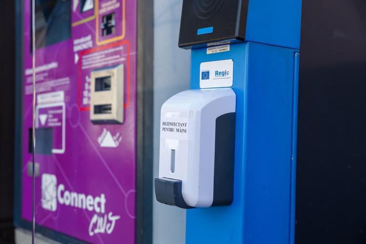Primăria Cluj montează dispensere de dezinfectant în stațiile de transport în comun, piețe și scări de bloc