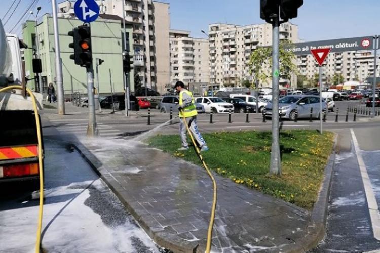 CLUJ: Firmele de salubritate spală străzile și în perioada de Paște. Care este programul