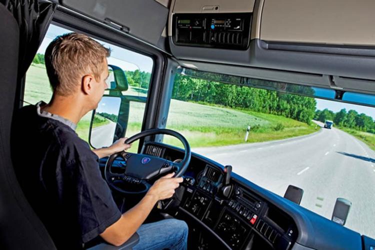 Șoferii de TIR vor intra în carantină între curse