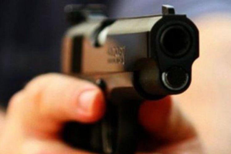 Un jandarm s-a împușcat în cap. Păzea un centru de carantină