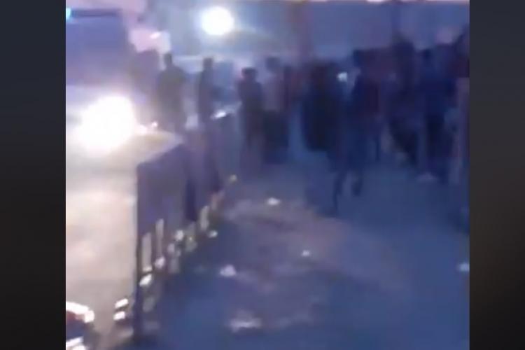 Romii de pe Cantonului luați cu asalt de jandarmi: Ne sechestrează și nu ne lasă să ieșim din casă  - VIDEO