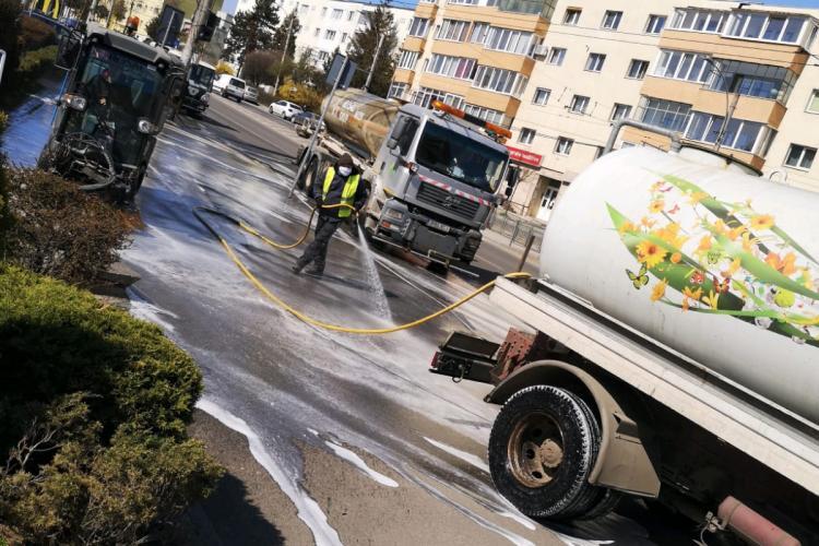 Rosal spală trotuarele și străzile din Mănăștur - FOTO