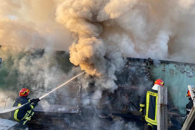 CLUJ:Incendiu la o gospodărie din Chinteni. Totul a pornit de la arderea de vegetație FOTO