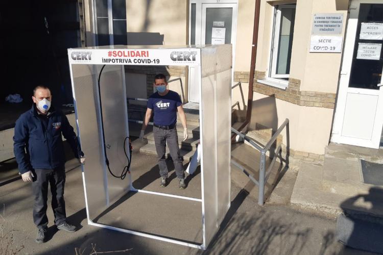 CERT Transilvania a montat porți de decontaminare la intrare în spitalele clujene