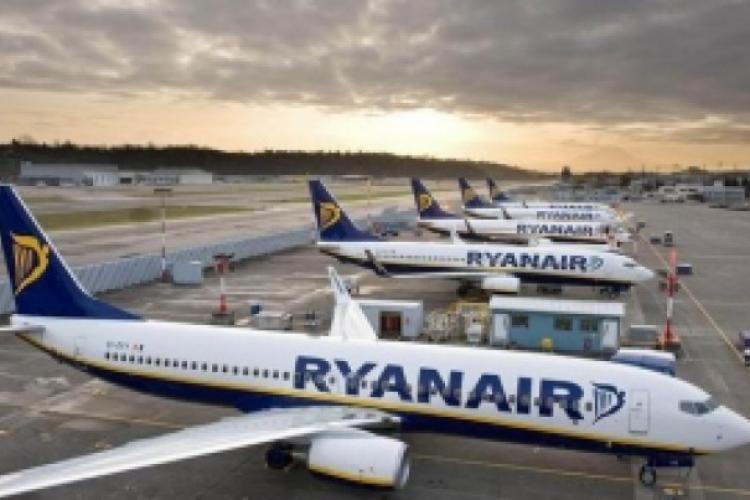 O stewardesă Ryanair îi atacă pe românii veniți din Diaspora: Nu mai aveți ce fura, pe cine prosti, înșela și vă întoarceți în țara asta