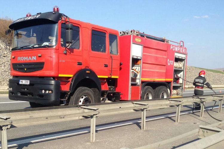 TIR plin cu cărucioare de supermarket s-a răsturnat pe Autostrada Turda-Gilău FOTO/VIDEO