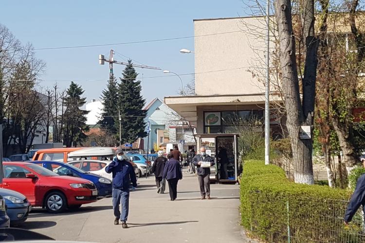 Pensionarii din Gheorgheni bat zilnic piețele, magazinele mici și farmaciile: Ce o vrea Dumnezeu! - VIDEO