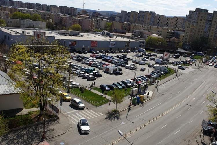 La Kaufland Mărăști, parcarea este plină ca într-o zi normală - FOTO