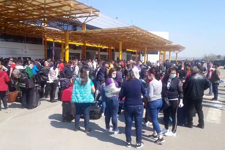 Premierul cere anchetă la Aeroportul Cluj, după haosul de la plecarea în Germania creat de firma de recrutare - VIDEO