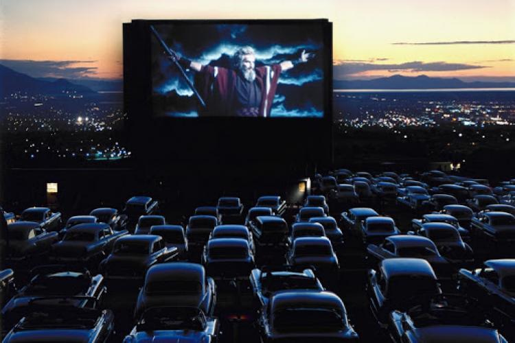Sunt cereri pentru deschiderea de cinema drive-in sau de concerte în același mod