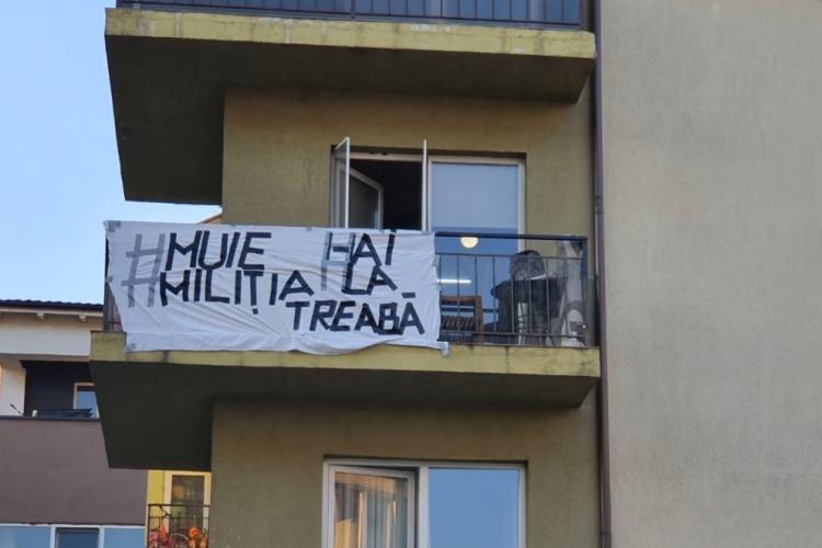 """Bărbat reținut în Florești după ce a afișat un banner la balcon, cu mesajul: """"M..e miliția! Hai la treabă!"""" - VIDEO"""