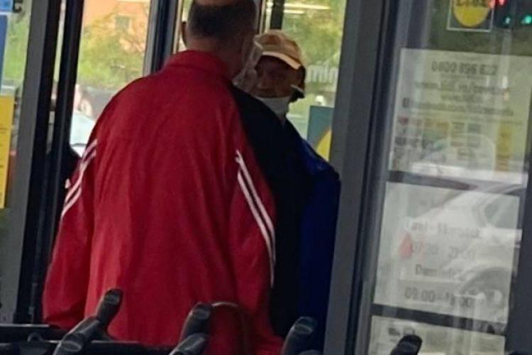 """La Lidl în cartierul Bună Ziua te scanează termic """"Dorel"""", care nu poartă masca bine - FOTO"""