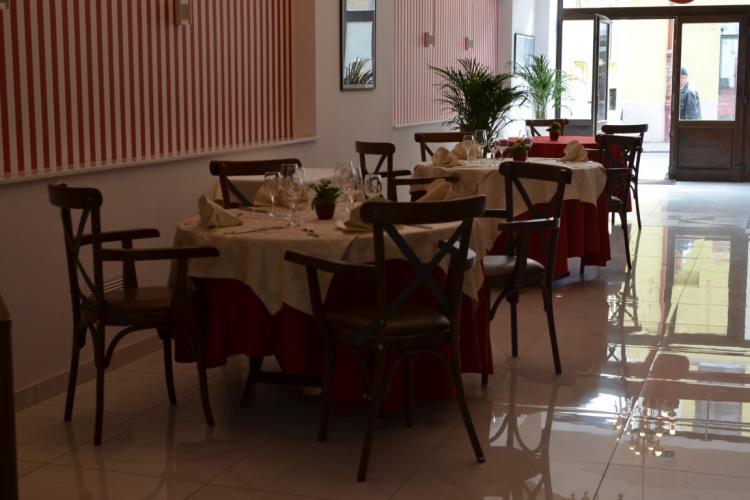 Dosar penal pentru patronii restaurantului găsit deschis în centrul Clujului