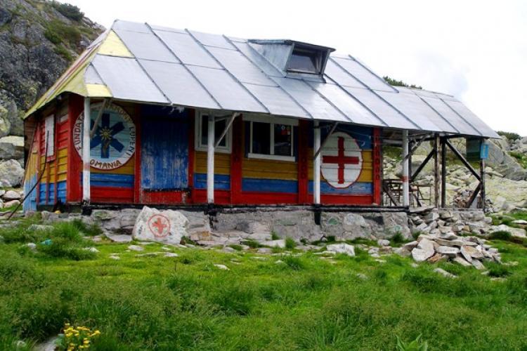 Refugiile montane, posturile sezoniere și bazele Salvamont din România vor fi dotate cu dezinfectant