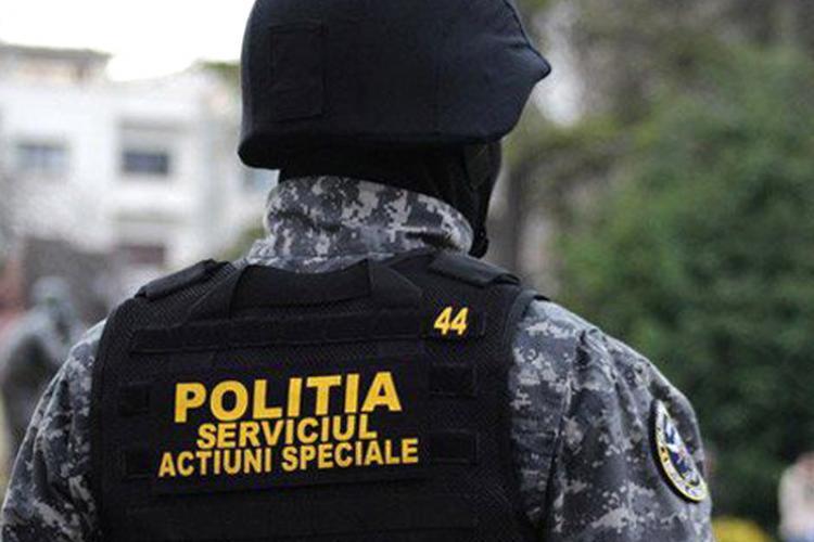 Clujeancă ridicată de mascați după ce s-a întors în țară și a refuzat să intre în carantină