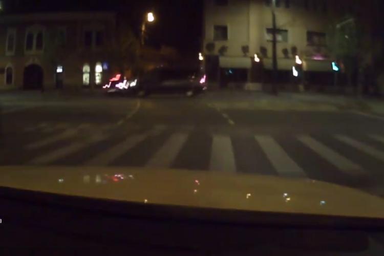 Accident pe strada Horea filmat dintr-o altă mașină! L-a lovit în plin - VIDEO