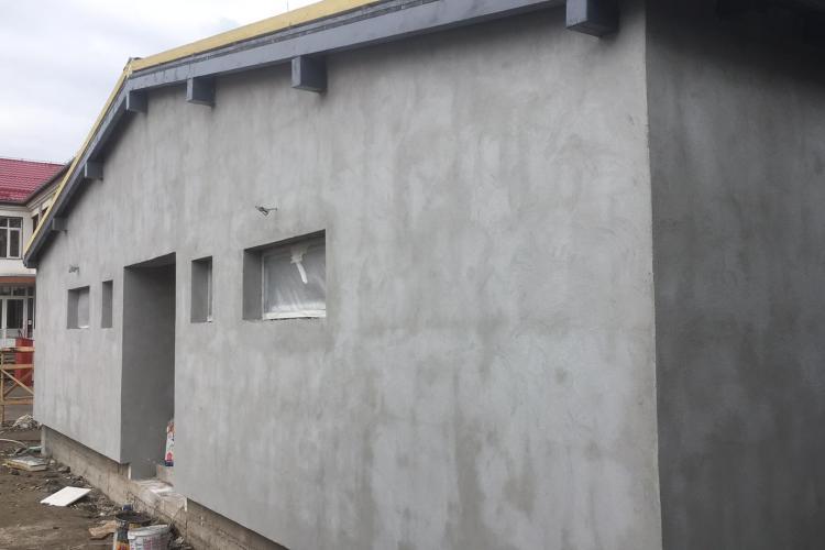 """Sala de sport de la Școala Gimnazială """"Gheorghe Șincai"""" este aproape finalizată"""