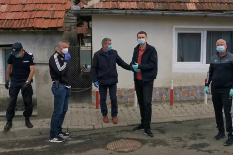 Romii din Dej puși în carantină forțată! S-au îmbolnăvit la o slujbă religioasă ilegală