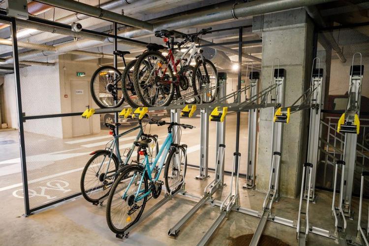 Zeci de locuri de parcare pentru biciclete în Parkingurile din Cluj-Napoca FOTO