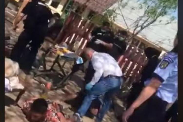 Cum îi bate Poliția pe romii din Bolintin! Băieții făceau grătar - VIDEO