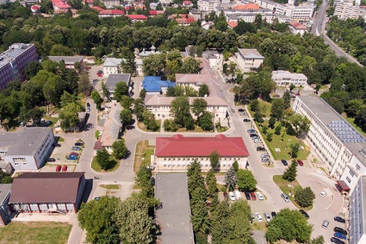 Două secții ale Spitalului din Bacău au fost închise după ce pacienții au MINȚIT la triajul pentru coronavirus
