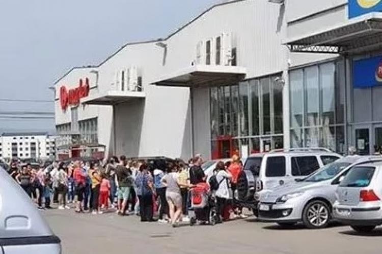Efectul relaxării restricțiilor de circulație! Coadă uriașă la Pepco în Florești FOTO