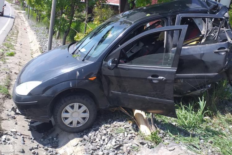 Accident în Tureni! Un microbuz a lovit din spate un autoturism - FOTO