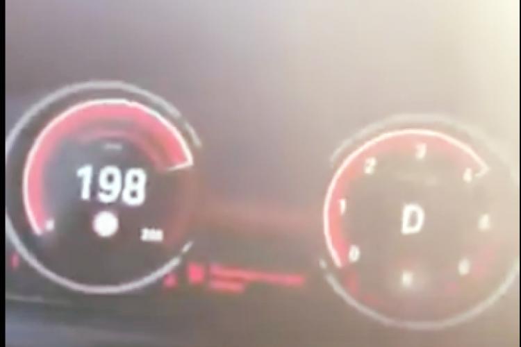 """""""Șmecher"""" făcut de rușine de polițiști după ce s-a lăudat pe Facebook că gonește cu mașina cu 200 km/h. S-a ales și cu dosar penal"""