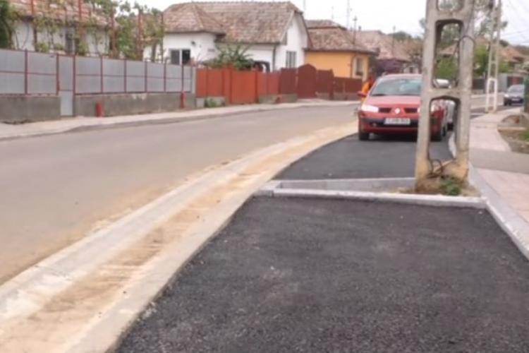La Turda, Primăria a asfaltat spațiile verzi - FOTO