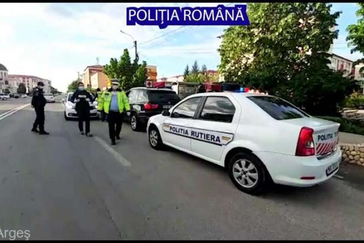 Un tânăr s-a trezit cu Poliția peste el în casă după s-a filmat pe stradă cu pistolul în mână și a îndemnat oamenii să iasă din case