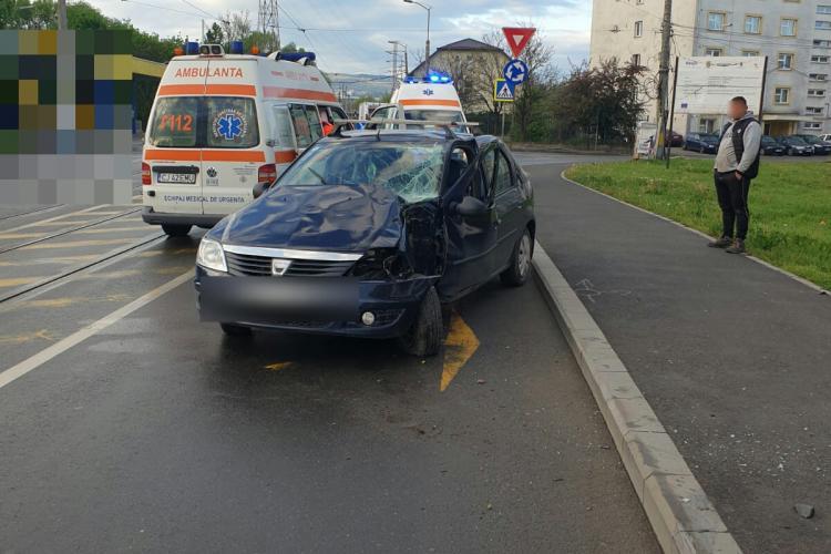 Accident pe strada Oașului. A derapat și a lovit un stâlp - FOTO