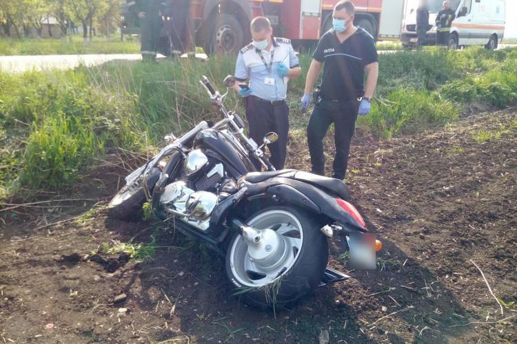 Accident cu două victime pe un drum din Cluj. Au picat cu motocicleta FOTO