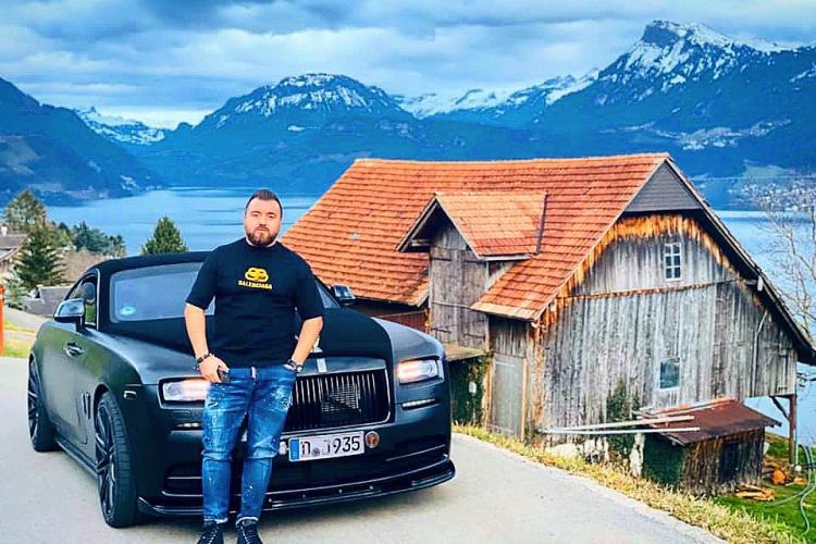 """Proxenetul """"Șarpele nebun"""" figura șomer la bancă, dar rula sute de mii de euro. Rolls Royce -ul îl ținea în parcare pe un covor"""