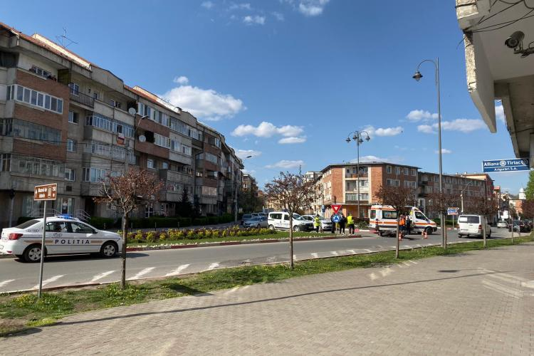 Accident în Turda! Un motociclist de 52 de ani a căzut în sensul giratoriu FOTO