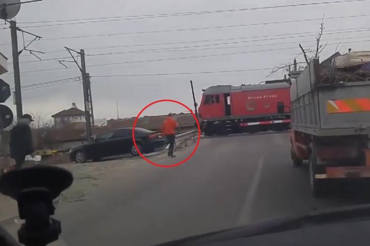 A oprit trenul la barieră ca să își cumpere o cafea - VIDEO