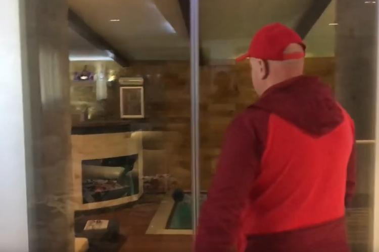 Cluj: Cine e proprietarul apartamentului cu piscină interioară. Și-a făcut ce a visat - VIDEO