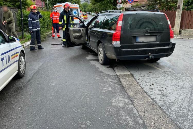 """Ziua accidentelor la Cluj! Doi șoferi s-au """"ciocnit"""" în cartierul Iris FOTO"""