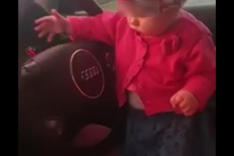 Un clujean și-a filmat fetiță de câteva luni la volan, în timp ce el conducea - VIDEO