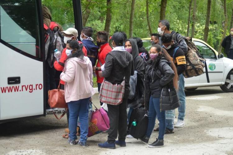 Muncitorii srilankezi abandonați în București, SALVAȚI de o firmă din Cluj